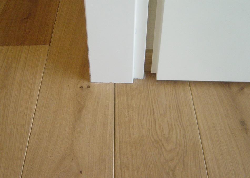 Detailfoto afwerking vloer doorlopen onder kozijn | Bouten Parket