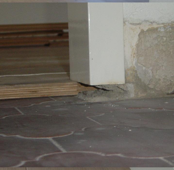 Detailfoto afwerking vloer onder deurkozijn | Bouten Parket